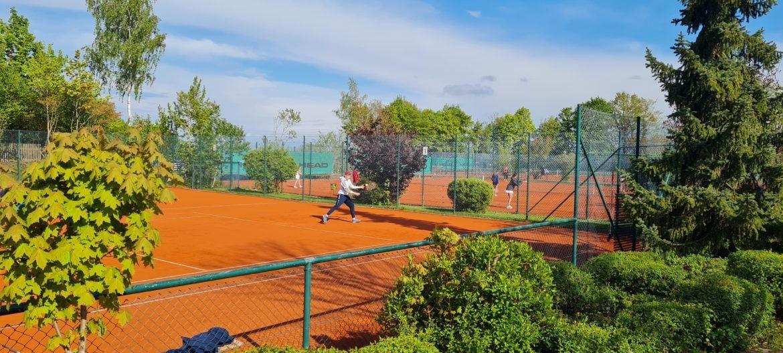 Tennis Raschke Freiplätze und Hallen sind geöffnet – Corona Update